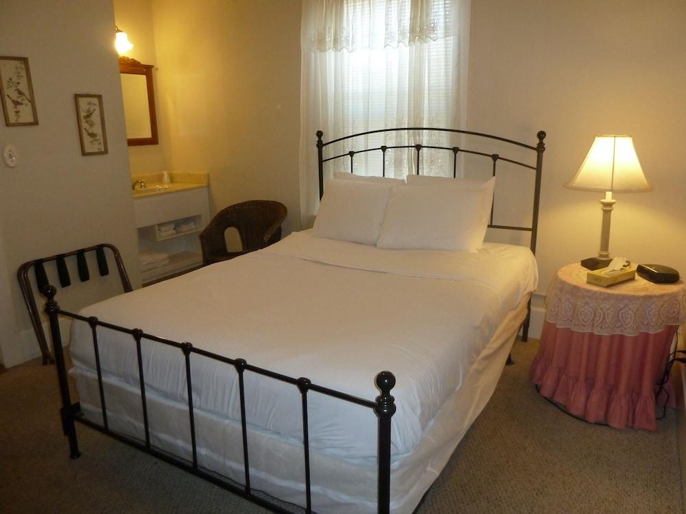 아메리카스 베스트 밸류 인 & 스위트 - 로열 캐리지(Americas Best Value Inn & Suites-Royal Carriage) Hotel Image 2 - Guestroom