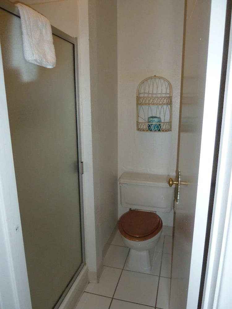 아메리카스 베스트 밸류 인 & 스위트 - 로열 캐리지(Americas Best Value Inn & Suites-Royal Carriage) Hotel Image 16 - Bathroom