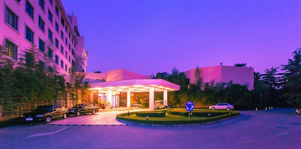 グランド スカイライト ガーデンズ ホテル 上海 (上海園林格蘭雲天大酒店)