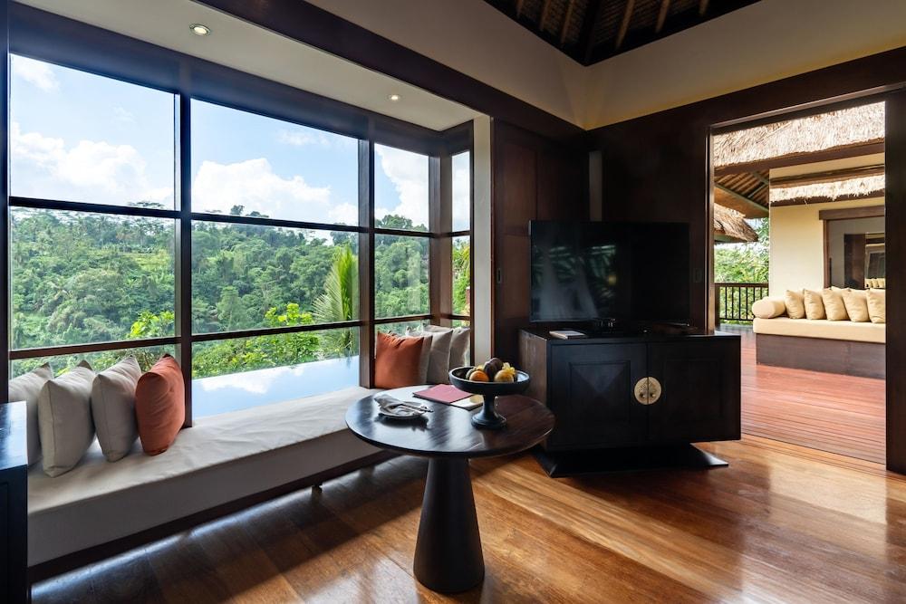 https://i.travelapi.com/hotels/2000000/1350000/1341900/1341847/03591239_z.jpg
