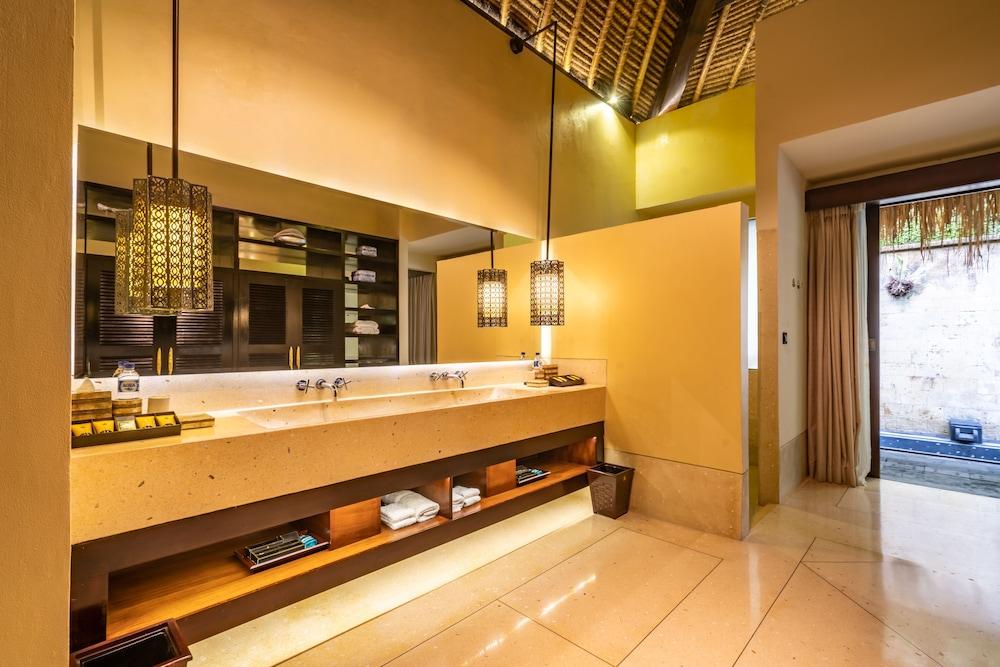 https://i.travelapi.com/hotels/2000000/1350000/1341900/1341847/52f58157_z.jpg