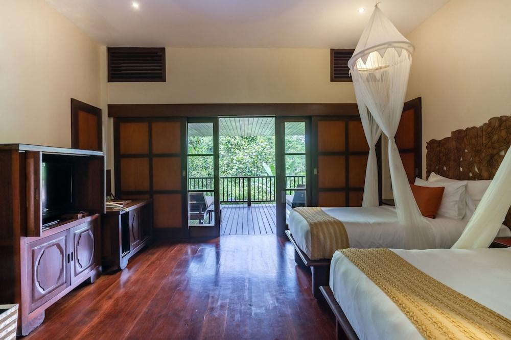 https://i.travelapi.com/hotels/2000000/1350000/1341900/1341847/97912ba0_z.jpg