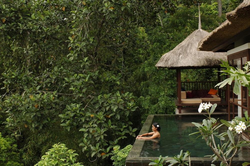 https://i.travelapi.com/hotels/2000000/1350000/1341900/1341847/d2099074_z.jpg
