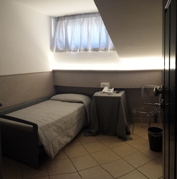 Single Room (Mansarda)