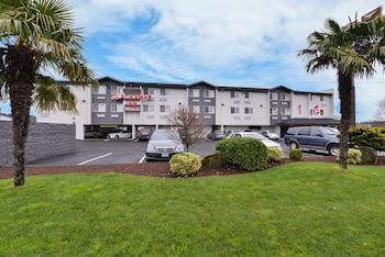 克拉克馬斯套房旅館 Clackamas Inn & Suites