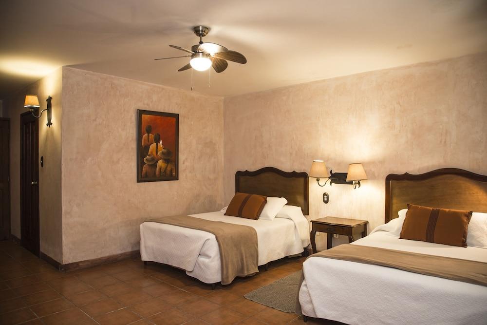 호텔 라스 파롤라스(Hotel Las Farolas) Hotel Image 11 - Guestroom