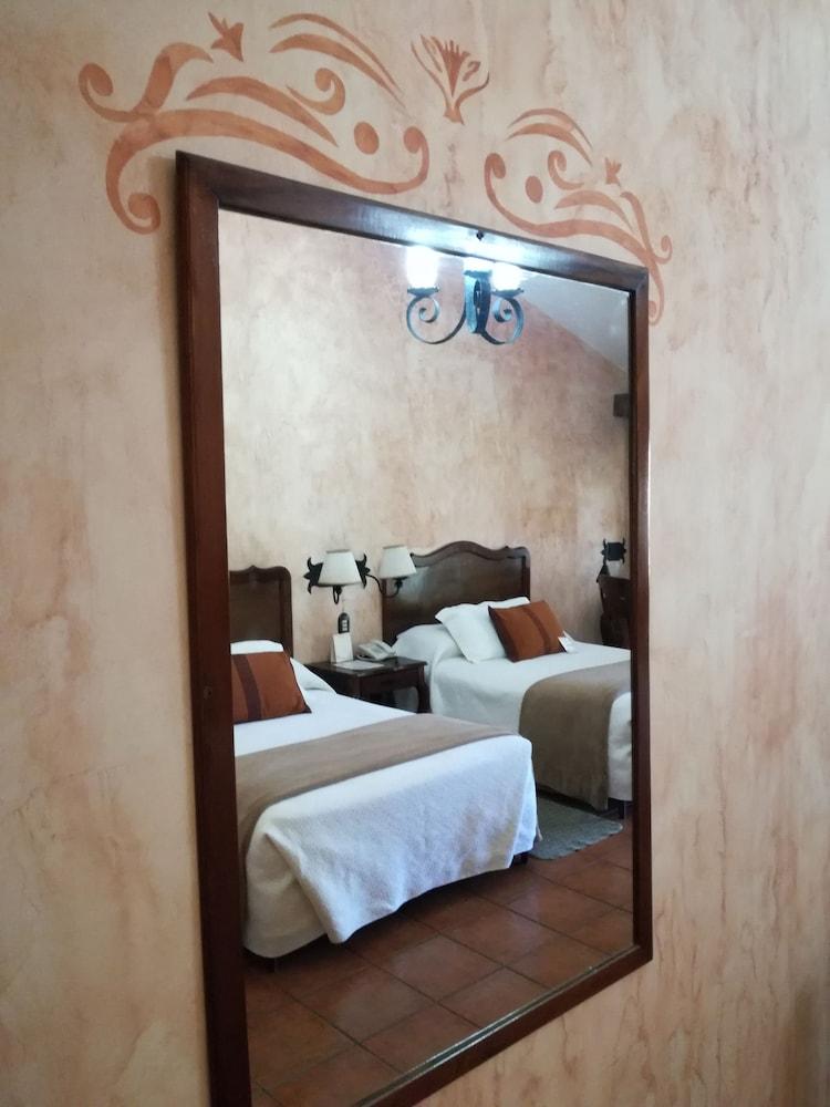 호텔 라스 파롤라스(Hotel Las Farolas) Hotel Image 5 - Guestroom