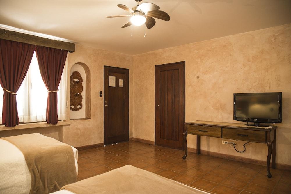 호텔 라스 파롤라스(Hotel Las Farolas) Hotel Image 10 - Guestroom