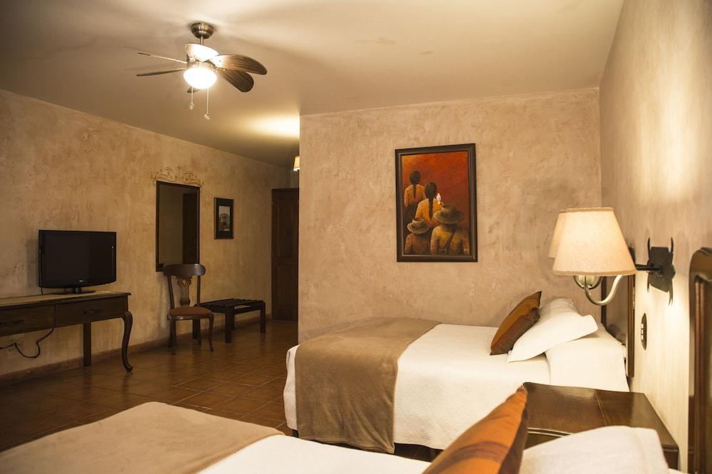 호텔 라스 파롤라스(Hotel Las Farolas) Hotel Image 12 - Guestroom