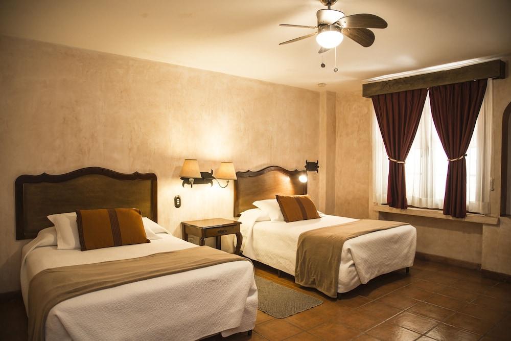 호텔 라스 파롤라스(Hotel Las Farolas) Hotel Image 0 - Featured Image