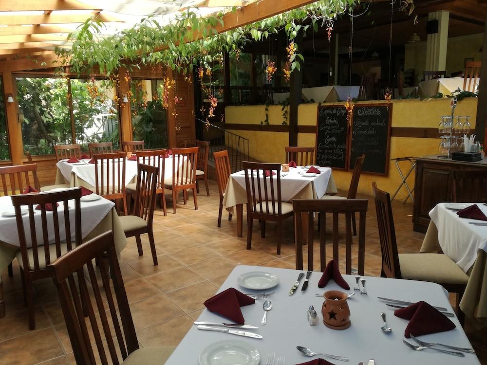 호텔 라스 파롤라스(Hotel Las Farolas) Hotel Image 28 - Food Court