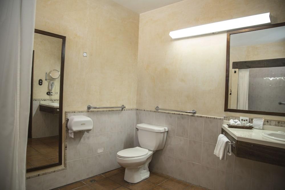 호텔 라스 파롤라스(Hotel Las Farolas) Hotel Image 16 - Bathroom