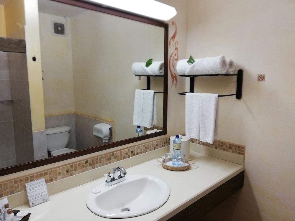 호텔 라스 파롤라스(Hotel Las Farolas) Hotel Image 17 - Bathroom