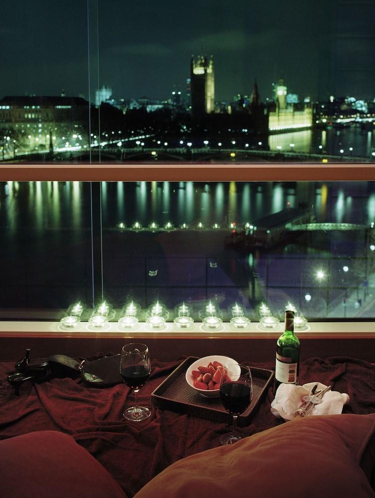 플라자 온 더 리버(Plaza on the River) Hotel Image 50 - View from Hotel