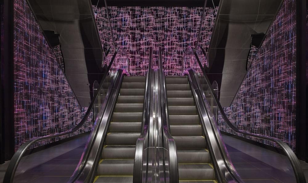 플라자 온 더 리버(Plaza on the River) Hotel Image 47 - Staircase