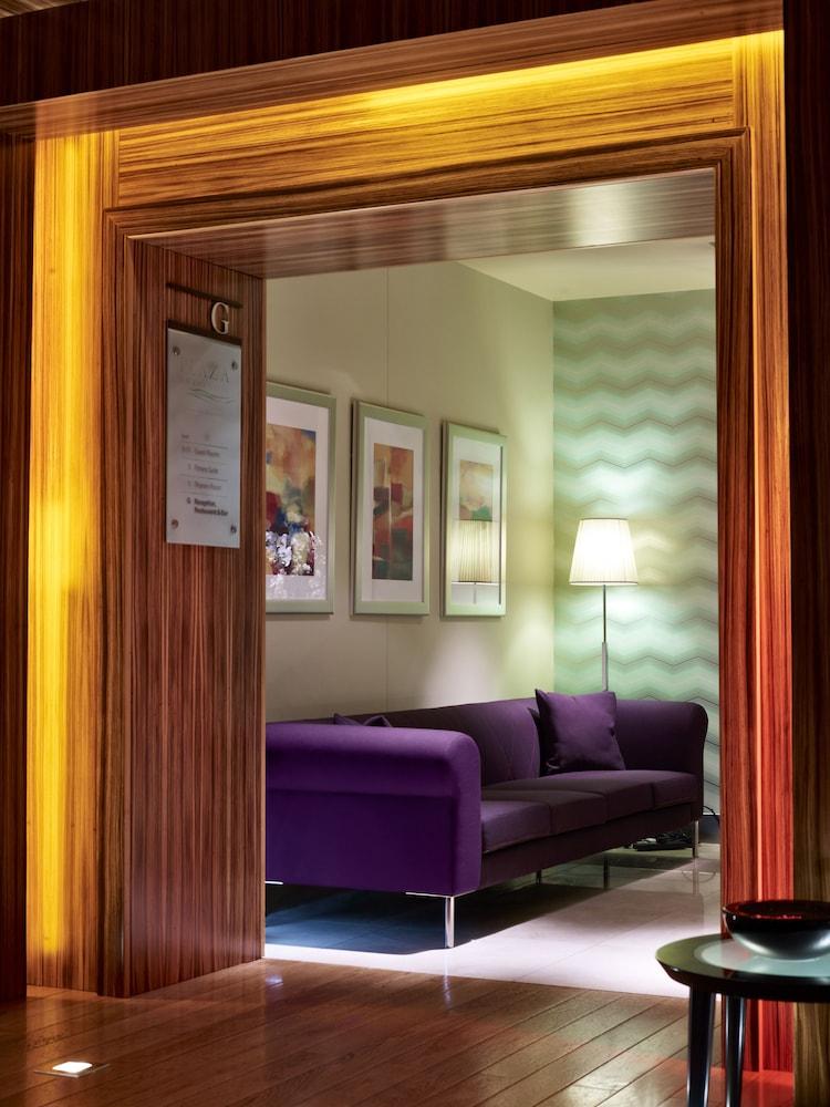 플라자 온 더 리버(Plaza on the River) Hotel Image 1 - Lobby Sitting Area