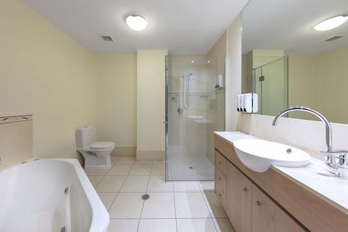 . Piermonde Apartments - Cairns