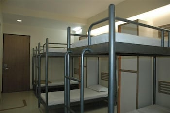 Shared Dormitory, Men only