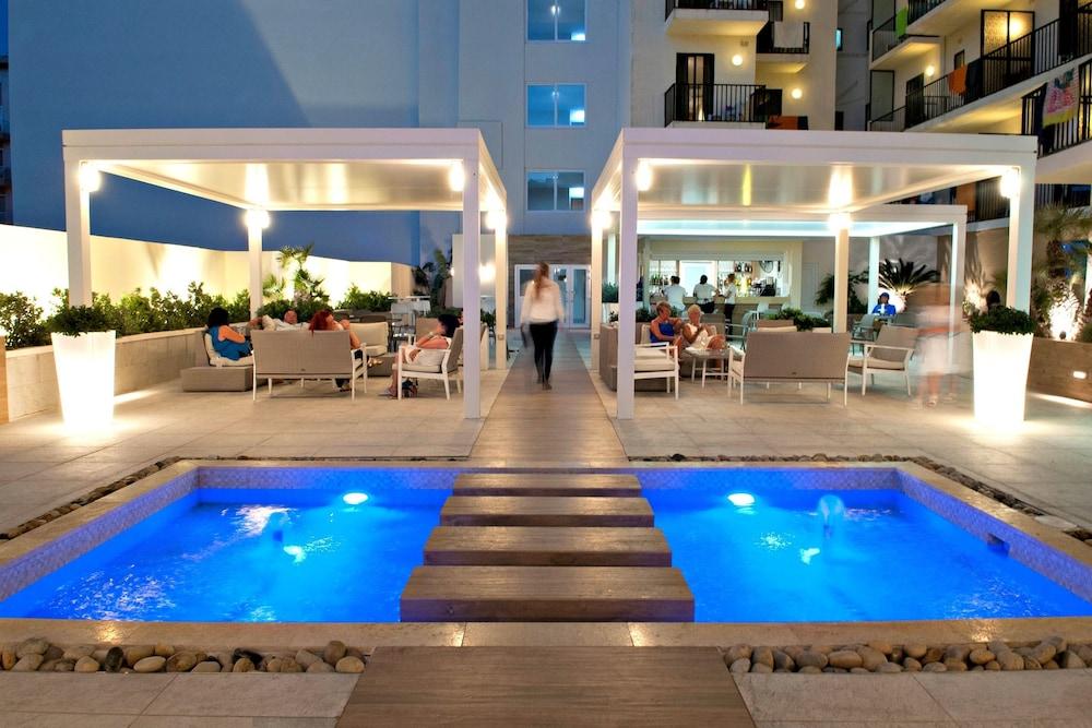 Hotel Santana, Kiemelt kép