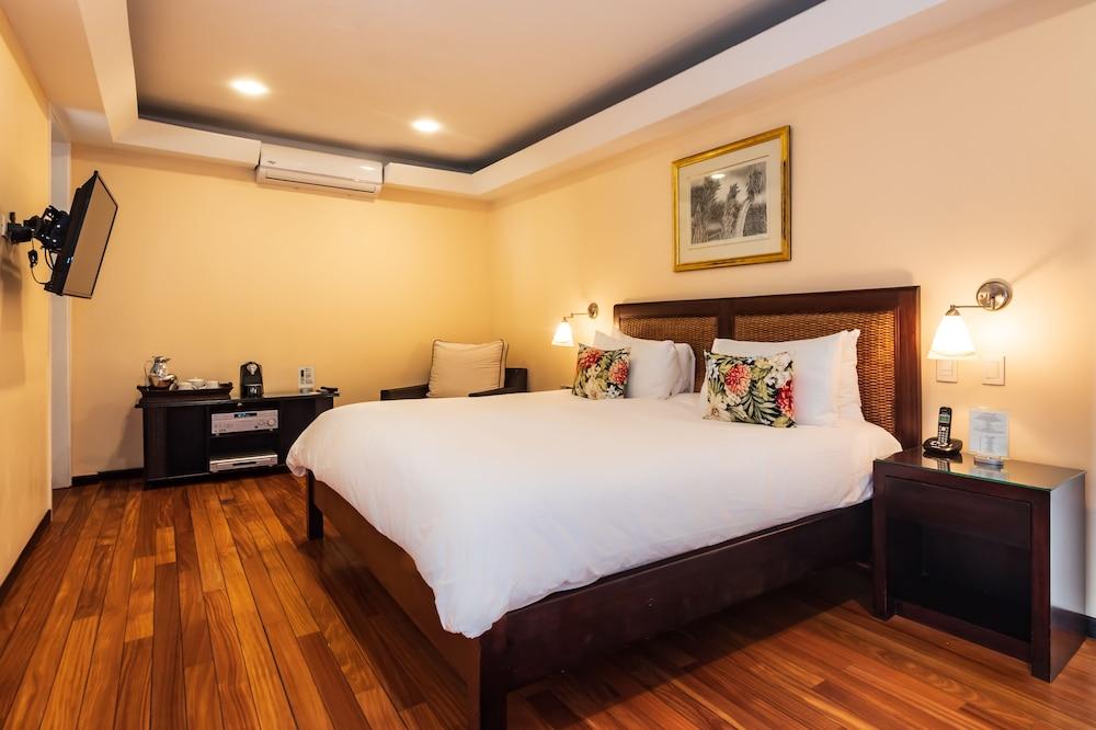 https://i.travelapi.com/hotels/2000000/1360000/1351400/1351334/1330f6b3_z.jpg