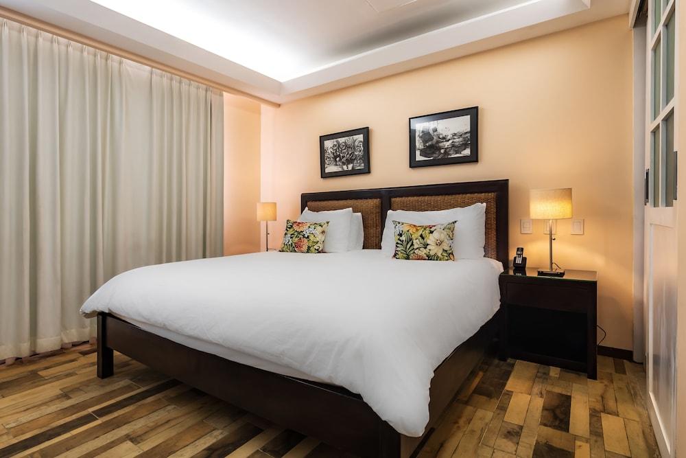 https://i.travelapi.com/hotels/2000000/1360000/1351400/1351334/fb66756c_z.jpg