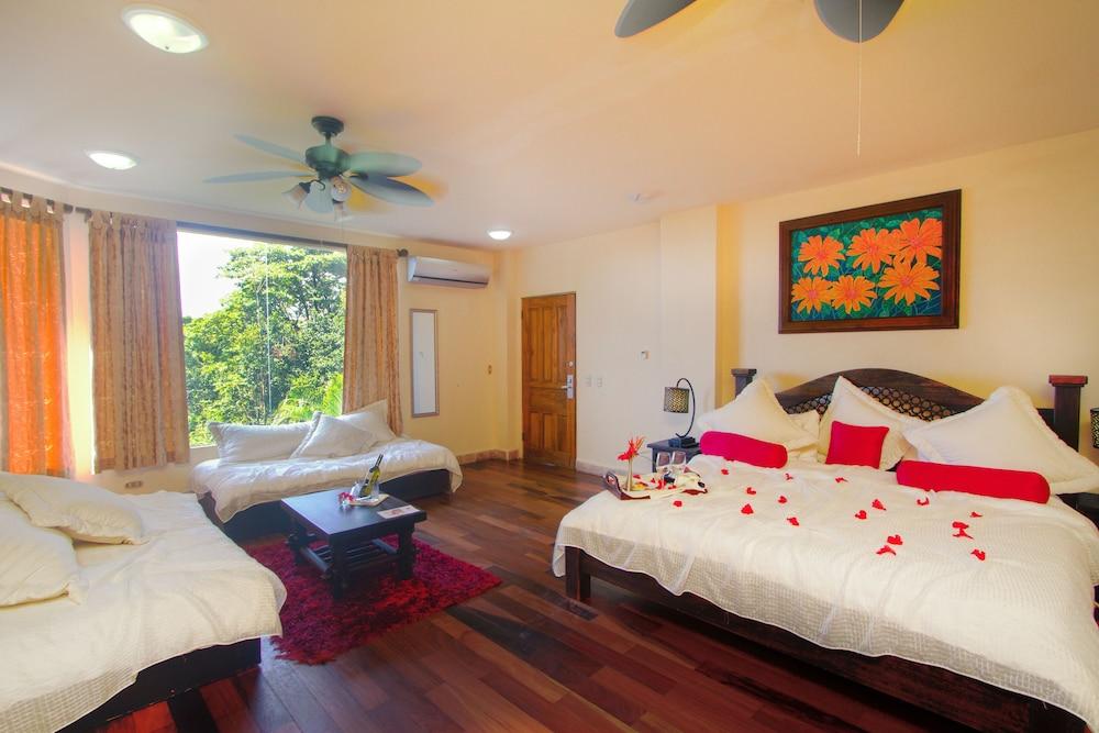 이시모 스위트 부티크 호텔 & 스파 성인 전용(Issimo Suites Boutique Hotel & Spa - Adults Only) Hotel Image 10 - Guestroom