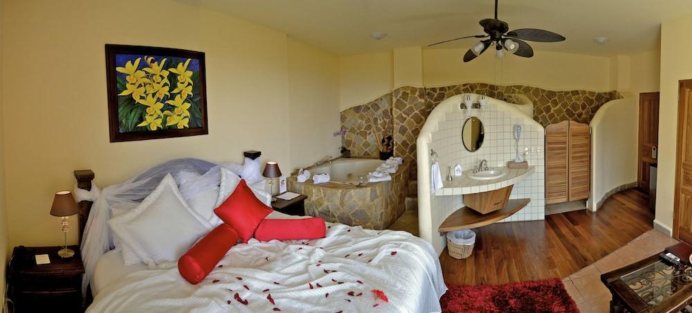 이시모 스위트 부티크 호텔 & 스파 성인 전용(Issimo Suites Boutique Hotel & Spa - Adults Only) Hotel Image 8 - Guestroom