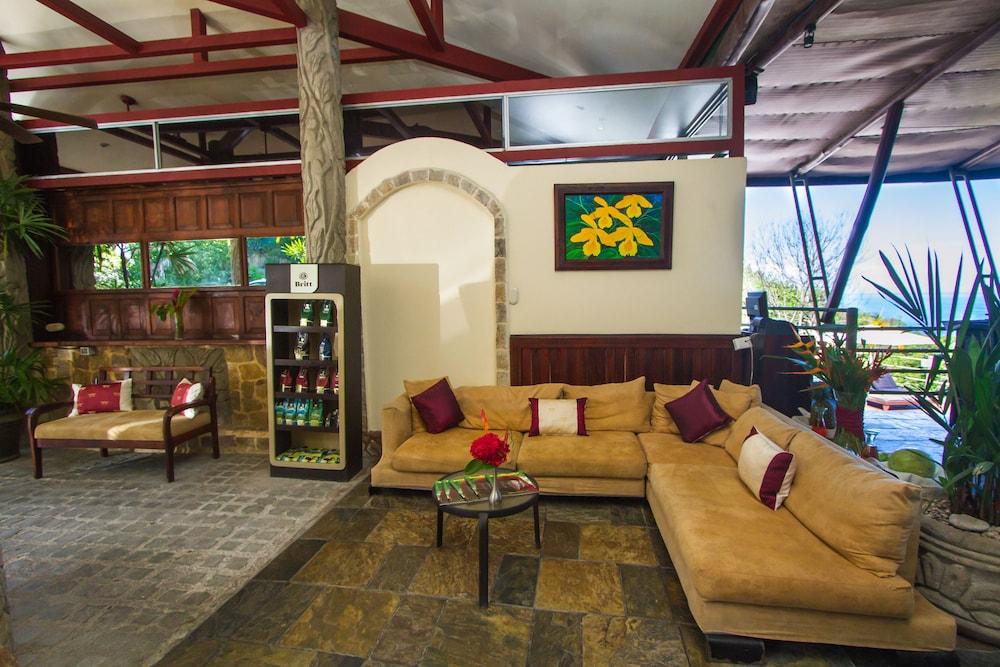이시모 스위트 부티크 호텔 & 스파 성인 전용(Issimo Suites Boutique Hotel & Spa - Adults Only) Hotel Image 1 - Lobby Sitting Area