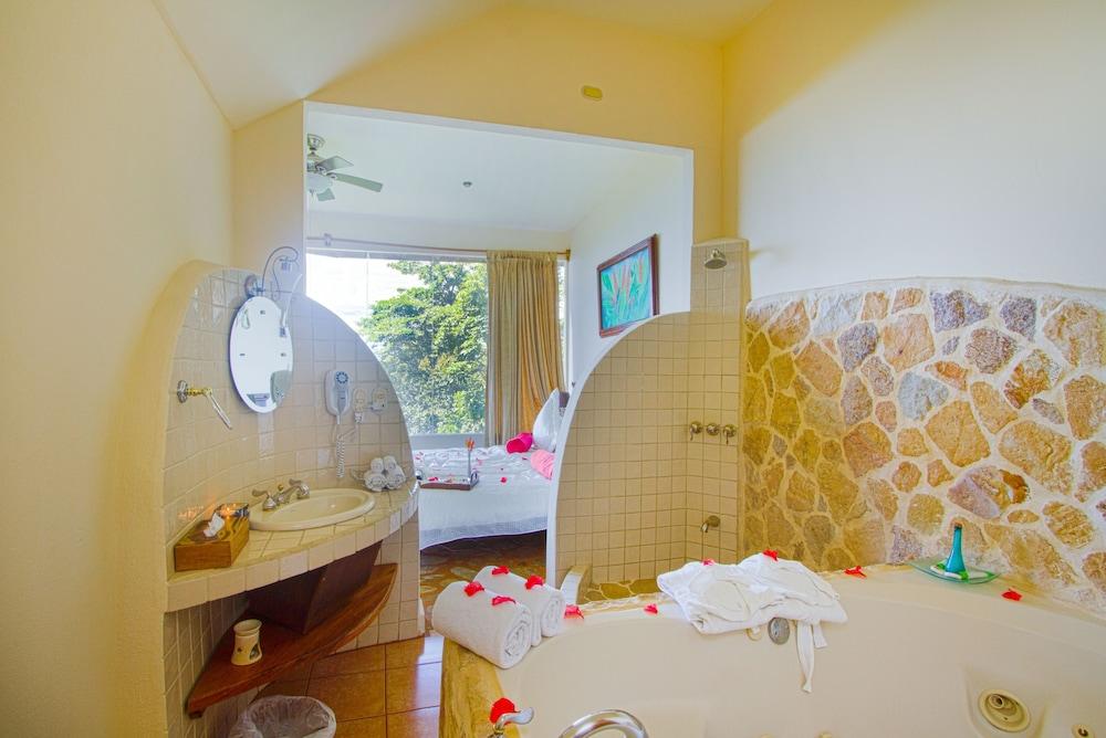 이시모 스위트 부티크 호텔 & 스파 성인 전용(Issimo Suites Boutique Hotel & Spa - Adults Only) Hotel Image 20 - Bathroom