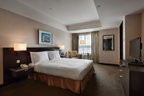 . Lakeshore Hotel Metropolis I