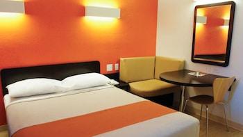 Deluxe Room, 2 Queen Beds, Smoking, Refrigerator
