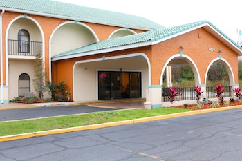 Hotel - Shining Light Inn & Suites