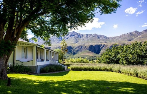 . Swartberg Country Manor