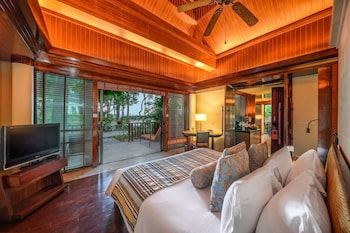 TWO BEDROOM BEACHFRONT VILLA WITH POOL - KING