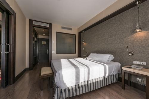 __{offers.Best_flights}__ Hotel Mercader