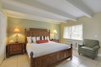 Deluxe Room, 1 King Bed, Kitchenette