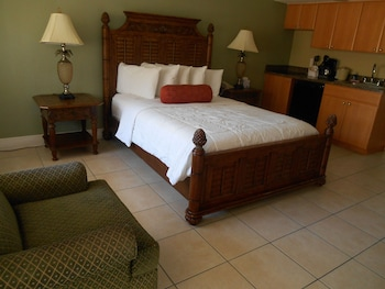 Deluxe Room, 1 Queen Bed, Kitchenette