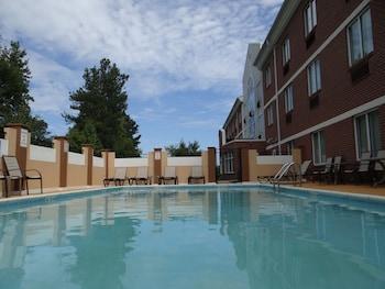 Holiday Inn Express Hotel & Suites Salisbury - Delmar photo