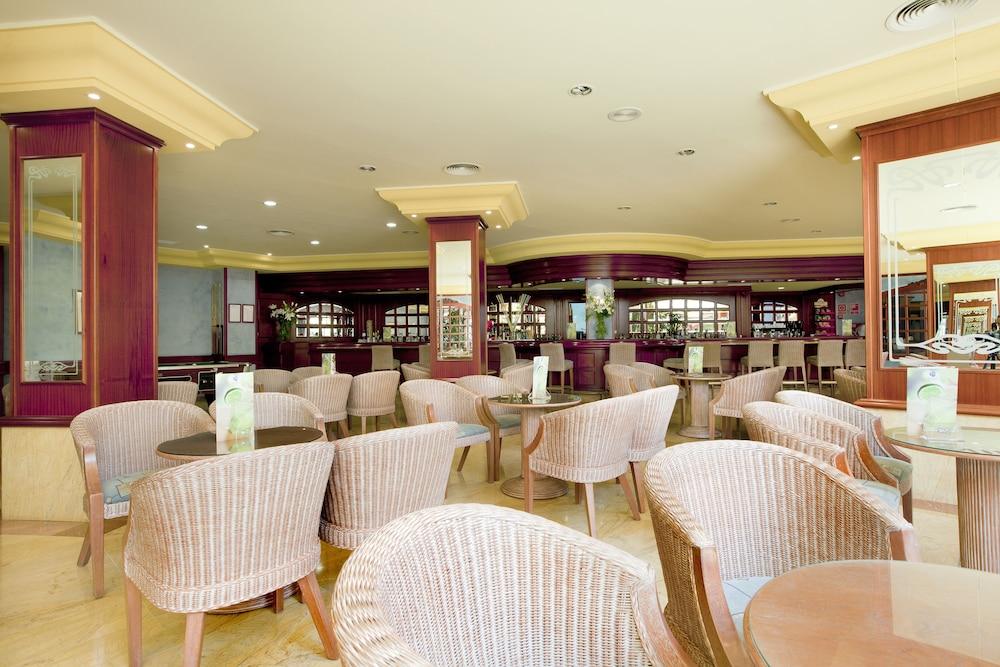 https://i.travelapi.com/hotels/2000000/1380000/1374800/1374799/477d3961_z.jpg