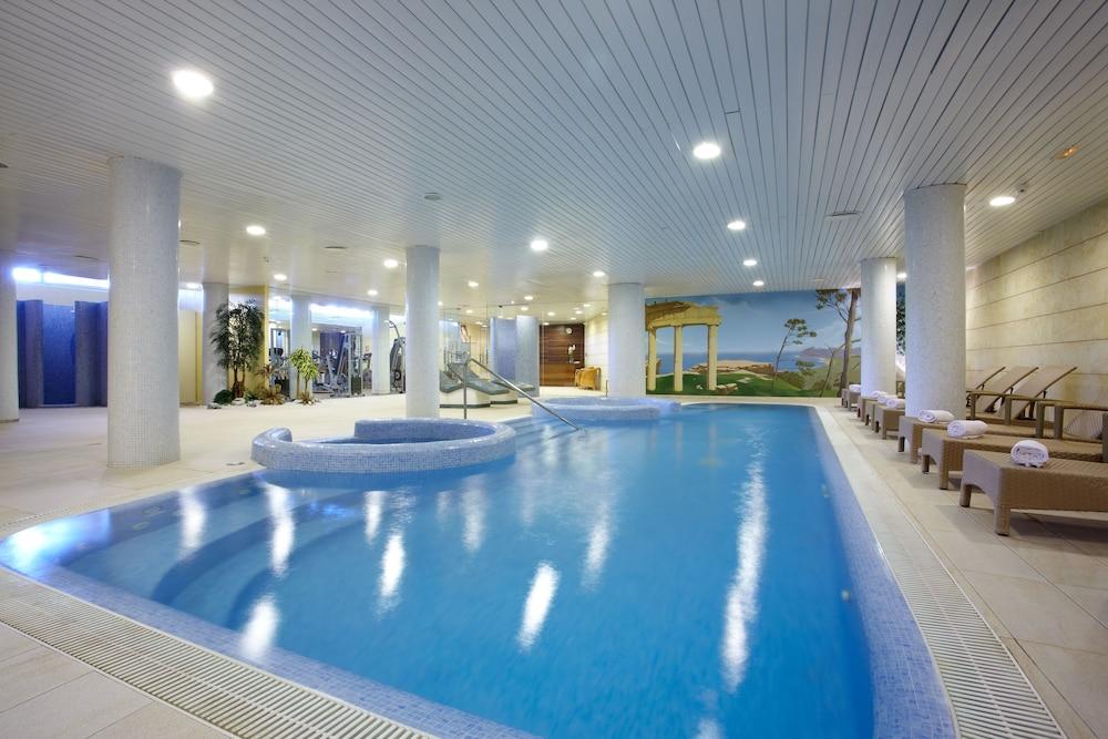 https://i.travelapi.com/hotels/2000000/1380000/1374800/1374799/4950cdff_z.jpg