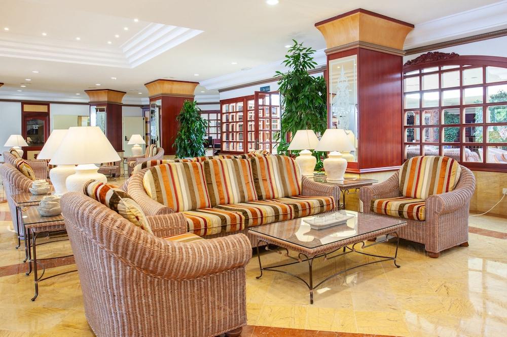 https://i.travelapi.com/hotels/2000000/1380000/1374800/1374799/edd88428_z.jpg