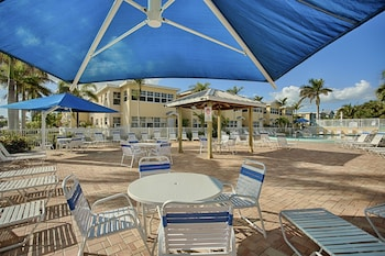 Hotel - Barefoot Beach Resort
