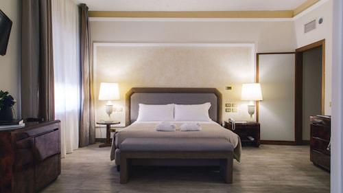 . Grand Hotel Excelsior