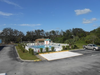 Hotel - Executive Garden Titusville Hotel