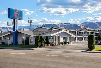 Motel 6 Wenatchee WA photo