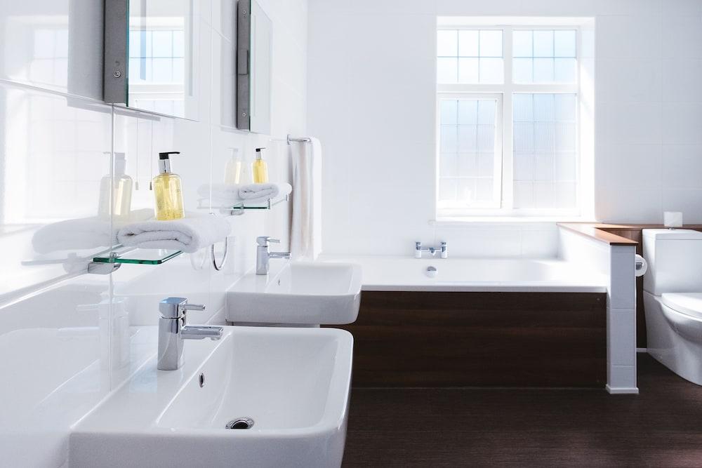옌톤 호텔(The Yenton Hotel) Hotel Image 25 - Bathroom