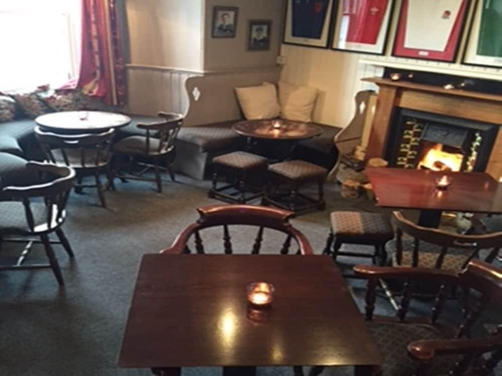 클로벤퍼즈 컨트리 인(Clovenfords Country Inn) Hotel Image 22 - Hotel Lounge