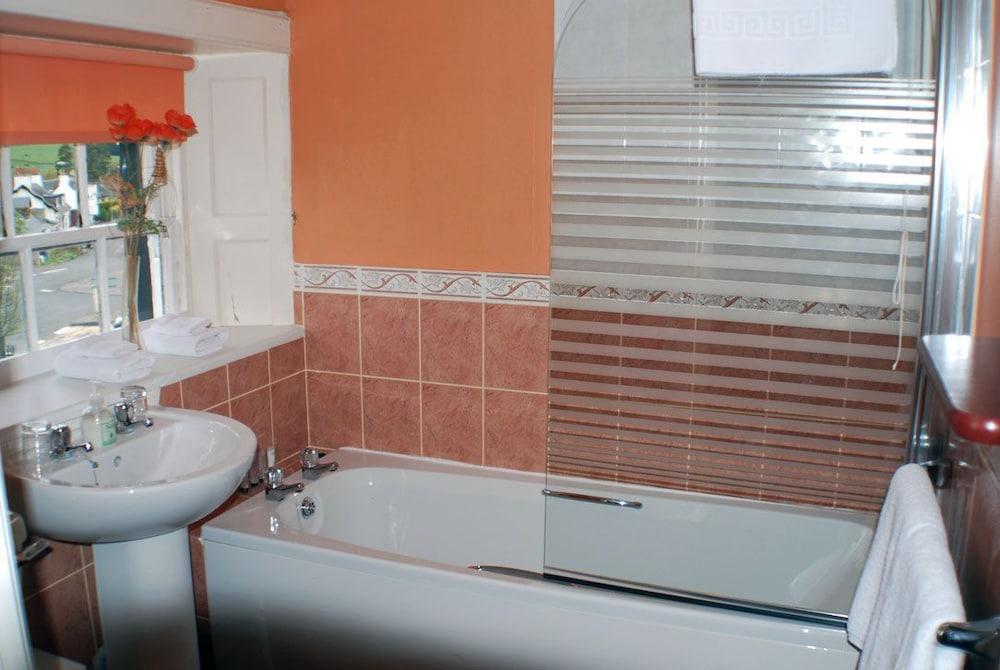 클로벤퍼즈 컨트리 인(Clovenfords Country Inn) Hotel Image 10 - Bathroom
