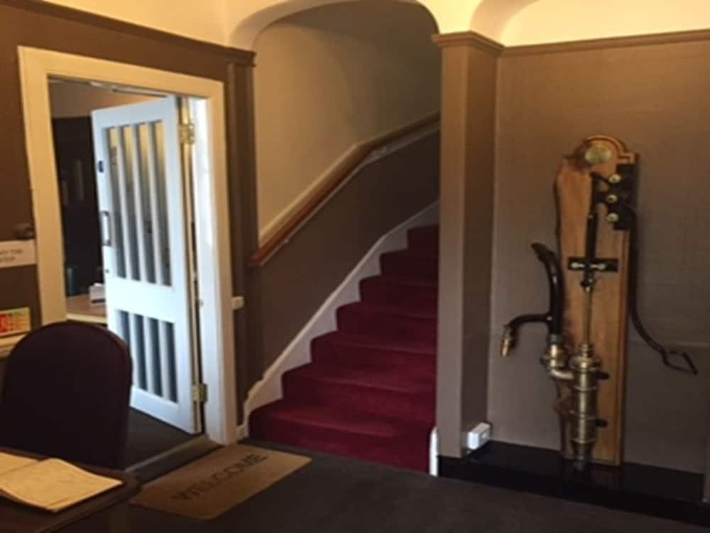 클로벤퍼즈 컨트리 인(Clovenfords Country Inn) Hotel Image 24 - Staircase
