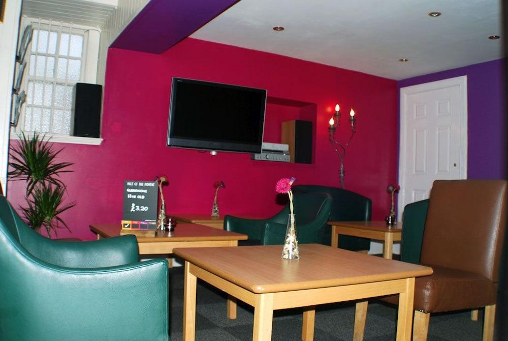 클로벤퍼즈 컨트리 인(Clovenfords Country Inn) Hotel Image 20 - Hotel Lounge
